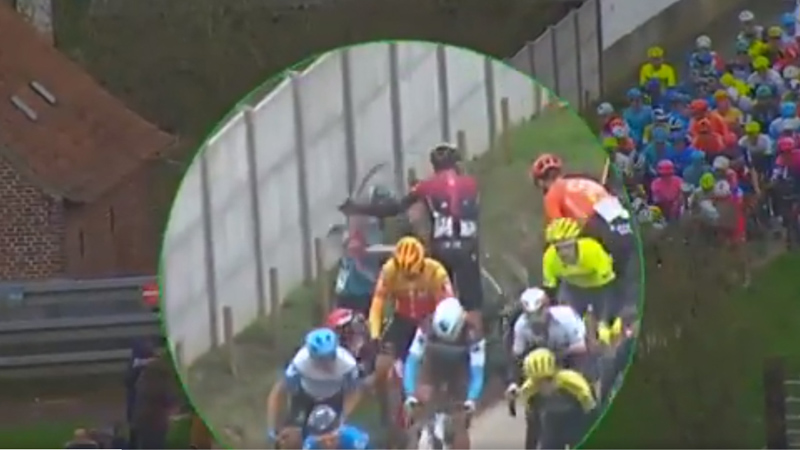 El último incidente antideportivo de Gianni Moscon