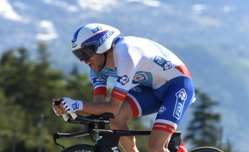 Pinot gana la crono y Quintana mantiene el liderato