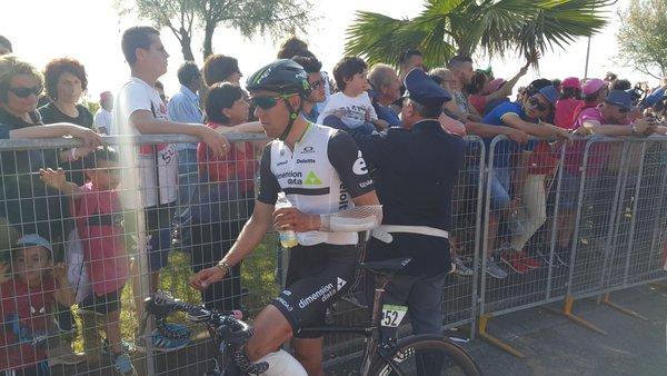 """Omar Fraile abandona el Giro: """"El que me haya puesto dos velas negras ya las puede apagar"""""""
