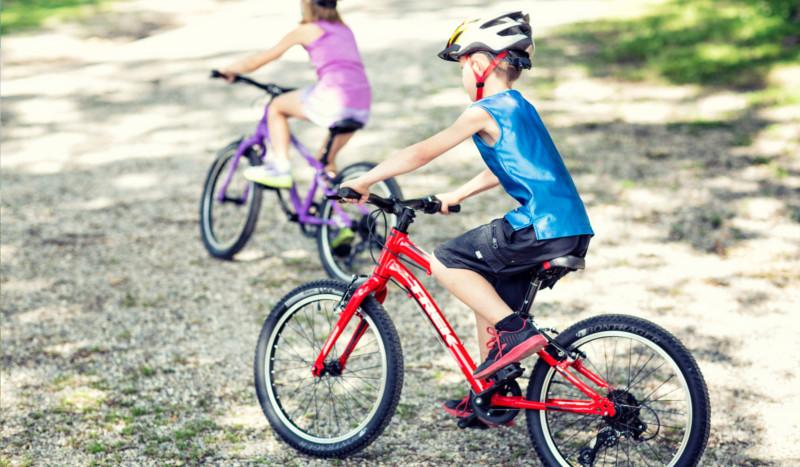 ¿Cómo animo a mis hijos a montar en bici?