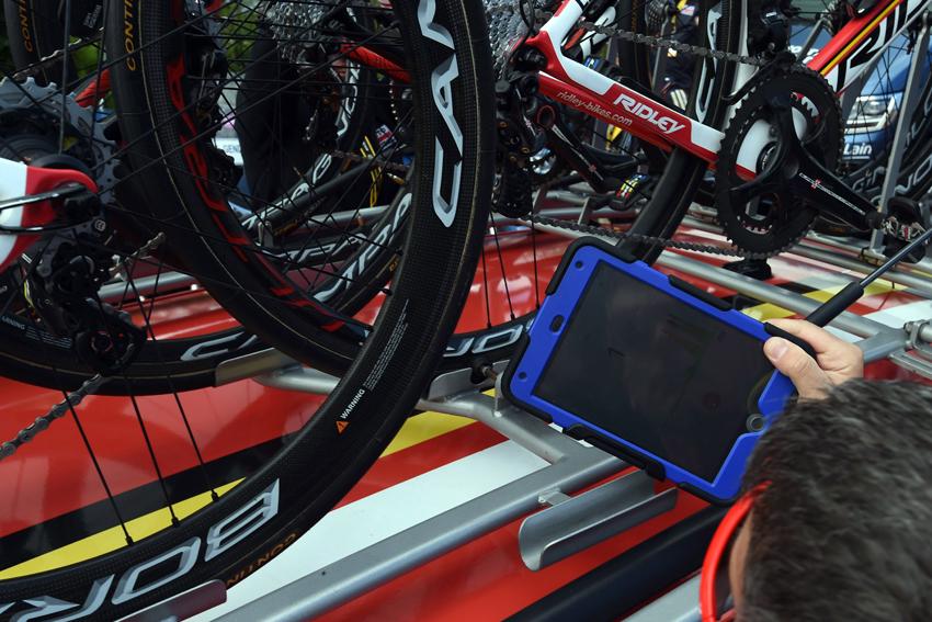 La UCI realizó más de 3.700 controles en busca de dopaje tecnológico en el Tour