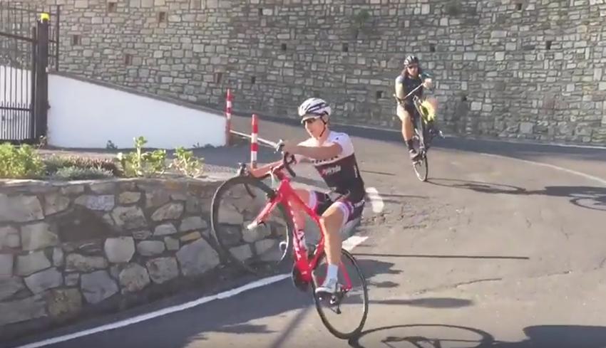 Vídeo: Bonifazio deslumbra con sus habilidades sobre la bici