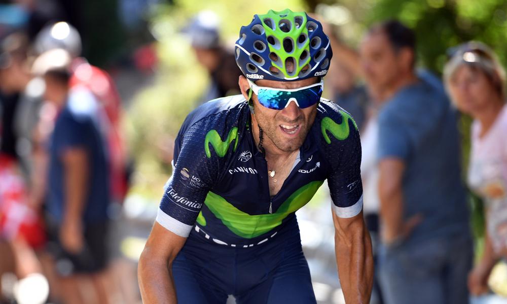 Susto para Valverde al golpearse con una barrera mientras entrenaba