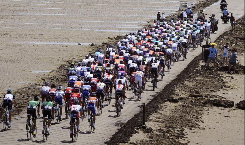 Breves: El Tour de Francia partirá en 2018 de La Vendée, Wiggins se rompe la pierna en un programa de TV...