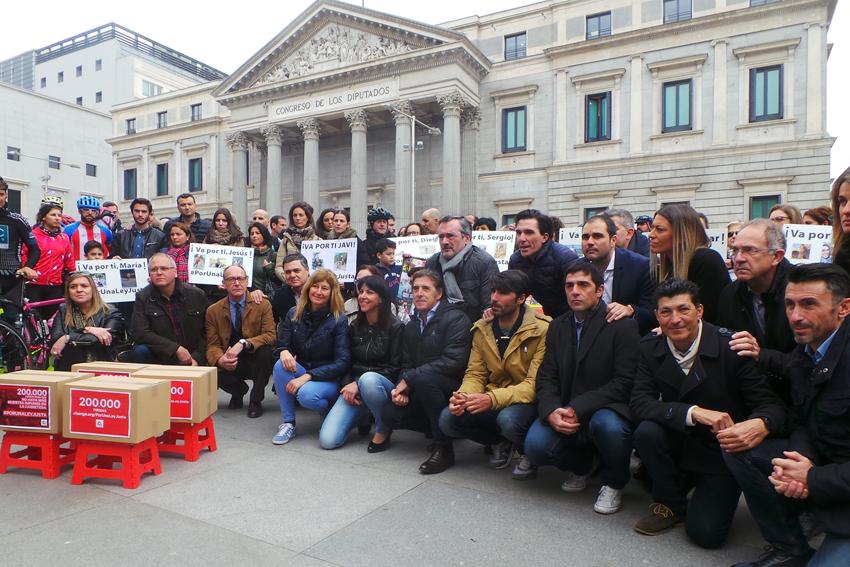 Anna González entregó sus 200.000 firmas en el Congreso #PorUnaLeyJusta