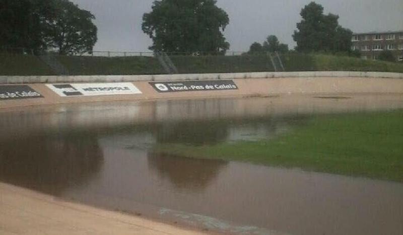 El velódromo de Roubaix, inundado