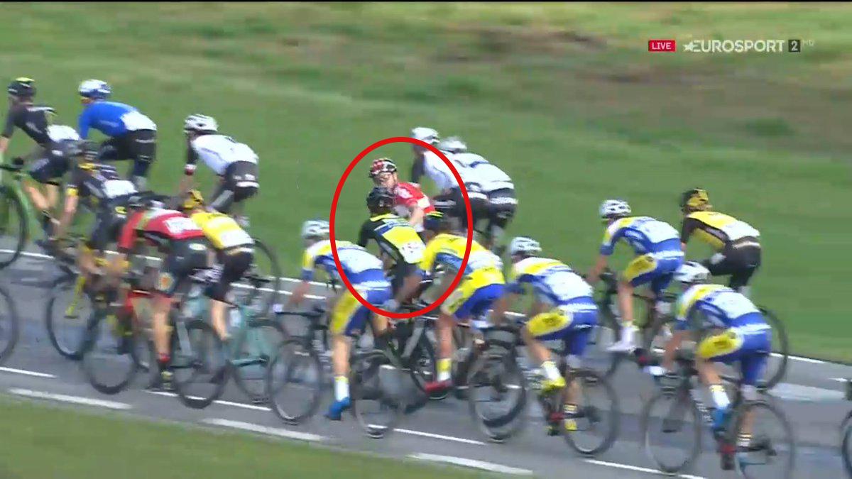 Vídeo: Boeckmans manda a Jules a la cola del pelotón de un agarrón