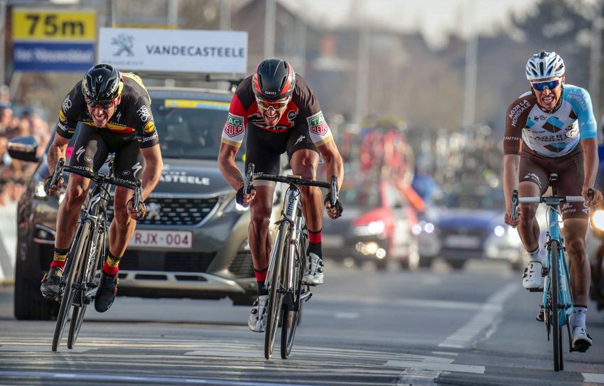Van Avermaet gana E3 Harelbeke en un festival belga
