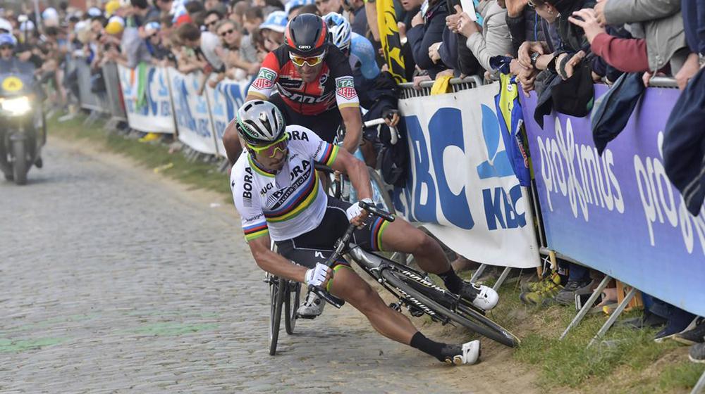 Vídeo: Sagan y Van Avermaet quedaron eliminados por una caída en el Oude Kwaremont
