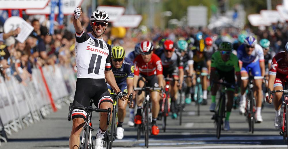 Matthews gana y Contador se cae