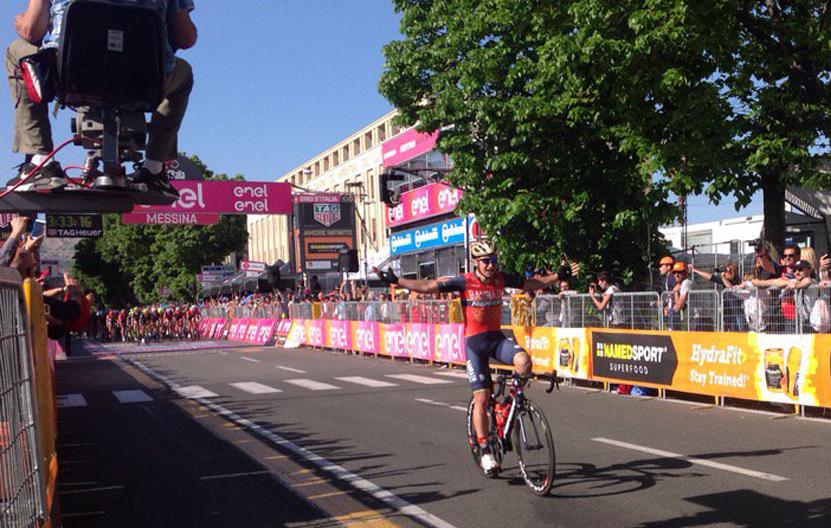 La confusión de Pibernik: festejó la victoria en el Giro antes de tiempo (vídeo)