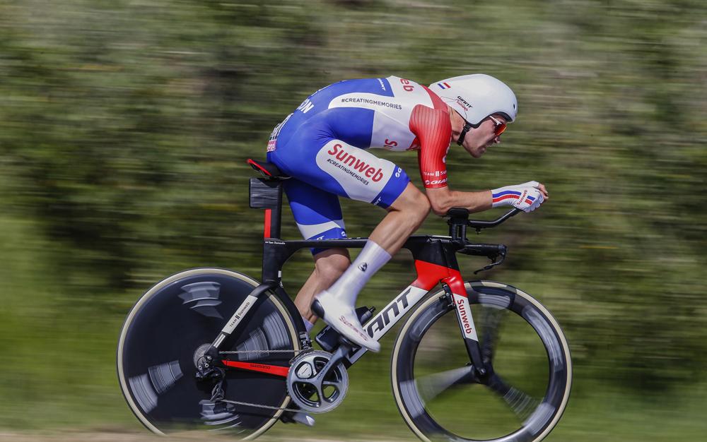 Dumoulin asusta: etapa, liderato y casi 3 minutos a Quintana