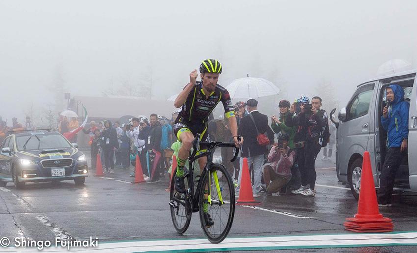 Pujol, líder en el Tour de Japón; Van der Poel bate al sprint a Gilbert en Bélgica…