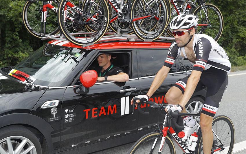 Breves: Dumoulin abandona por fatiga en Suiza, Cavendish regresa tras tres meses de parón…