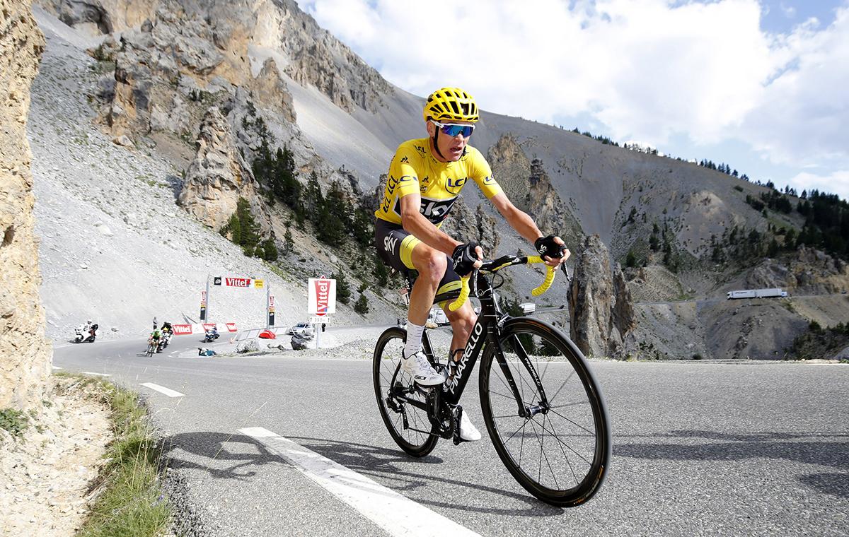 Froome acaricia su cuarto maillot amarillo