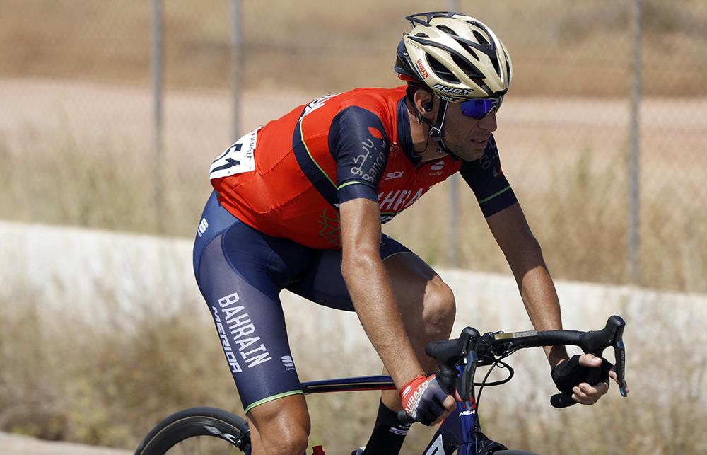 """Nibali sufre """"dolor en las costillas y abrasiones""""; De la Cruz abandona"""