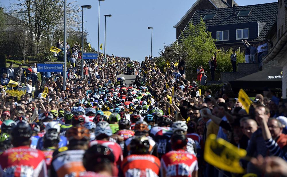 La UCI reduce a 8 el número de ciclistas por equipo en las grandes vueltas