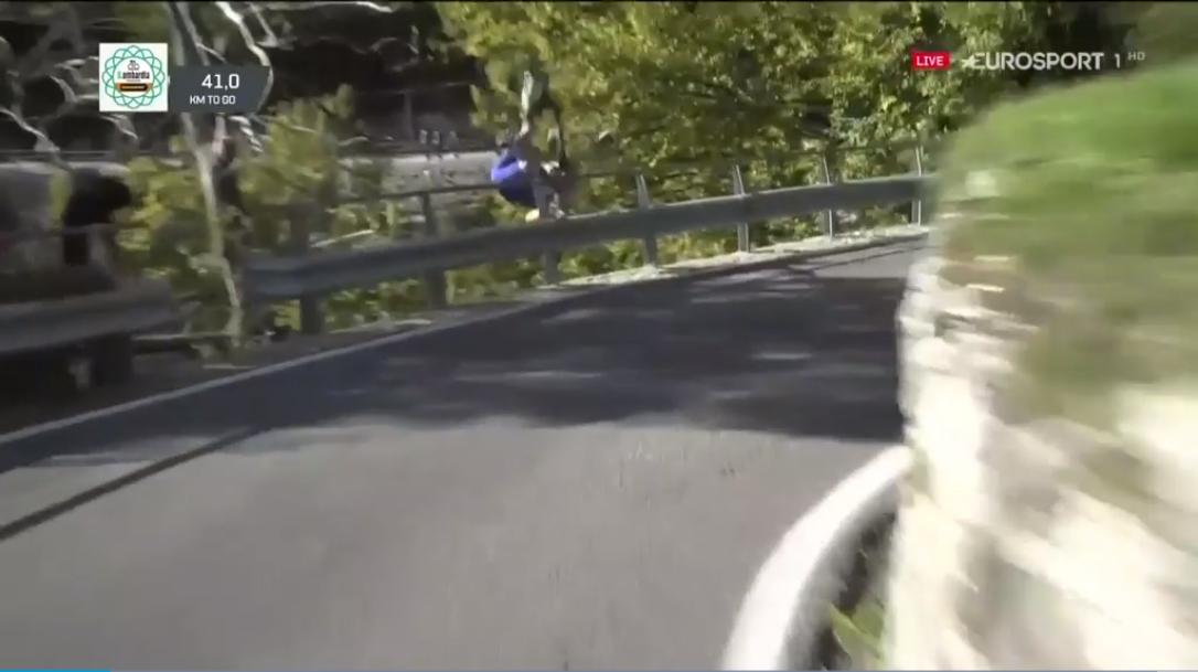 De Plus no sufre lesiones graves tras su escalofriante caída (Vídeo)
