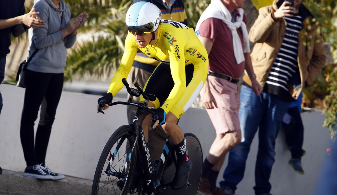 Geraint Thomas, más líder de la Vuelta al Algarve al ganar la CRI