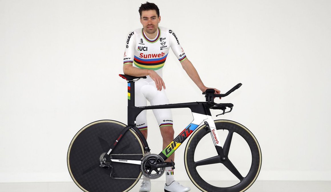 Dumoulin presenta el maillot de campeón del mundo contrarreloj que lucirá en 2018
