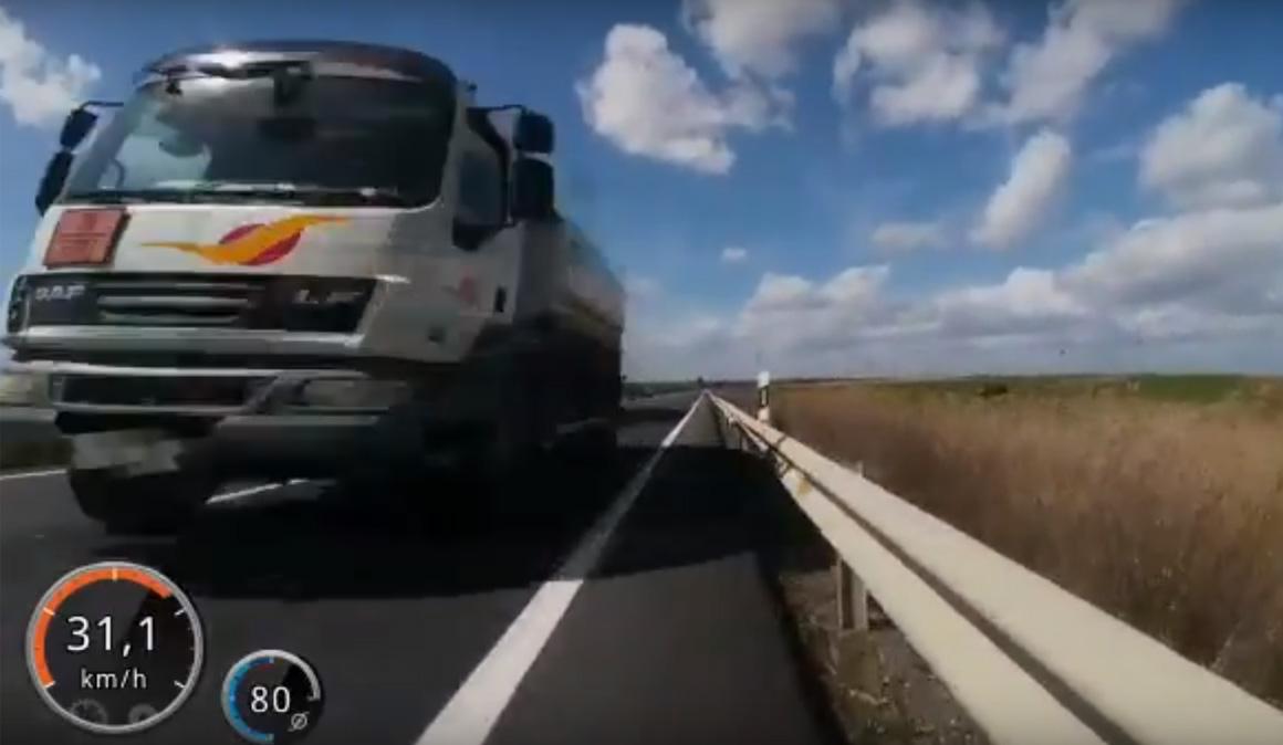 Un ciclista graba un vídeo que lleva a un conductor frente al juez