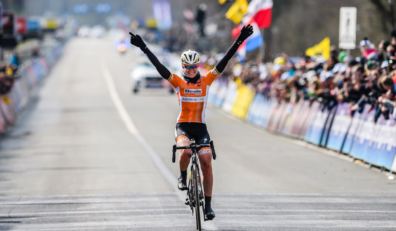 Anna Van der Breggen se impone en la De Ronde femenina