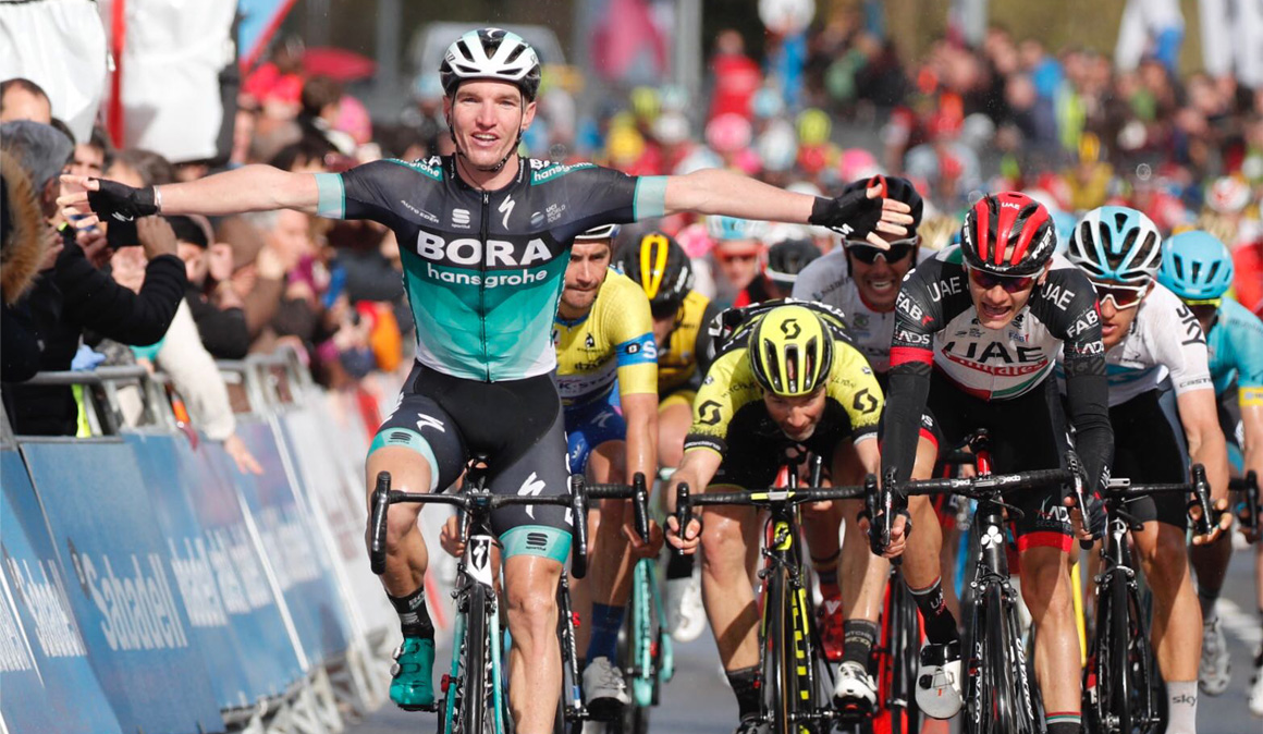 Itzulia: Jay McCarthy triunfa en un sprint con emoción hasta el final