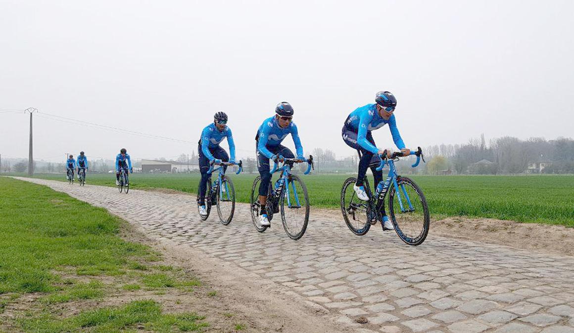 Los líderes de Movistar Team reconocen el pavés que se encontrarán en el Tour