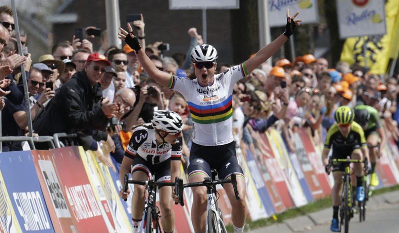 … Y salió el arcoíris en la Amstel Gold Race Women