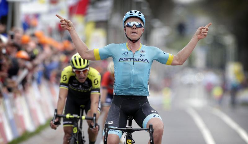 Michael Valgren se gana una cerveza en la Amstel Gold Race