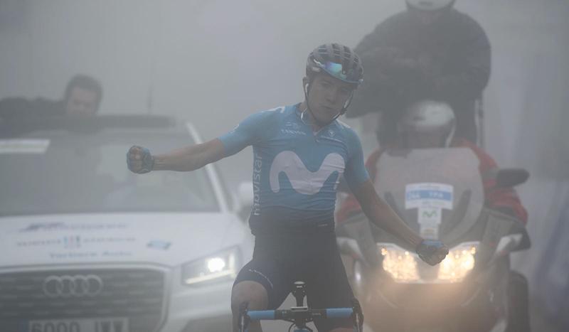 Richard Carapaz acaricia la Vuelta a Asturias