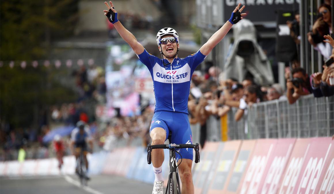 Emoción en el Giro: Simon Yates da muestras de debilidad