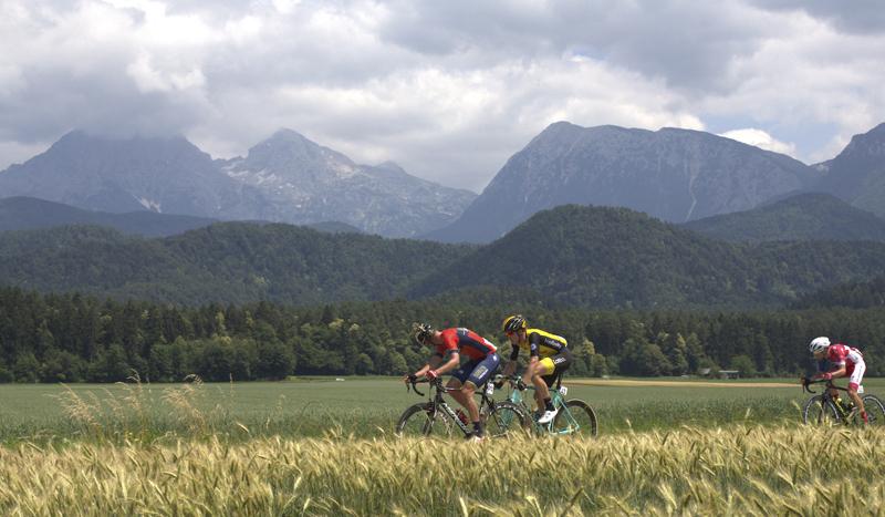 Paisajes de un festivo Tour de Eslovenia ganado por Roglic