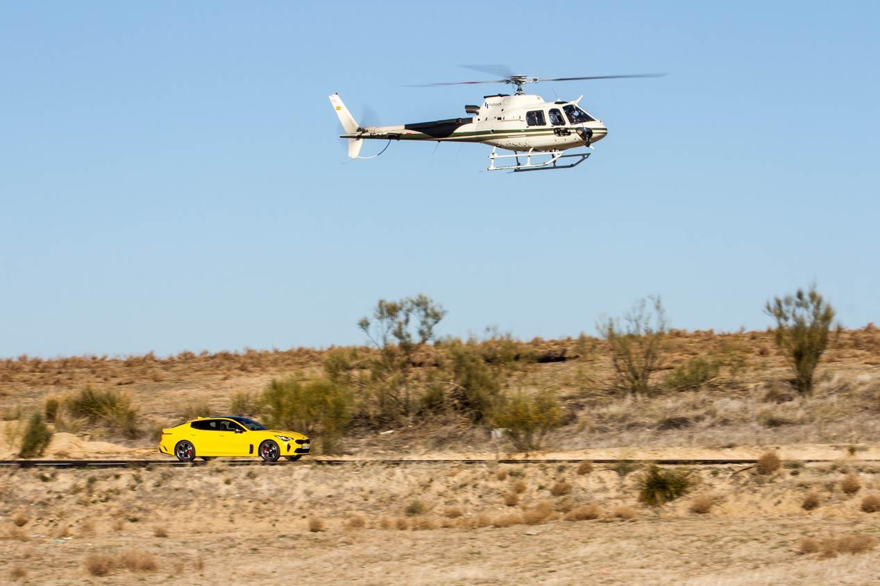 Kia Stinger GT Vs. Helicóptero, ¿quién ganará el duelo?