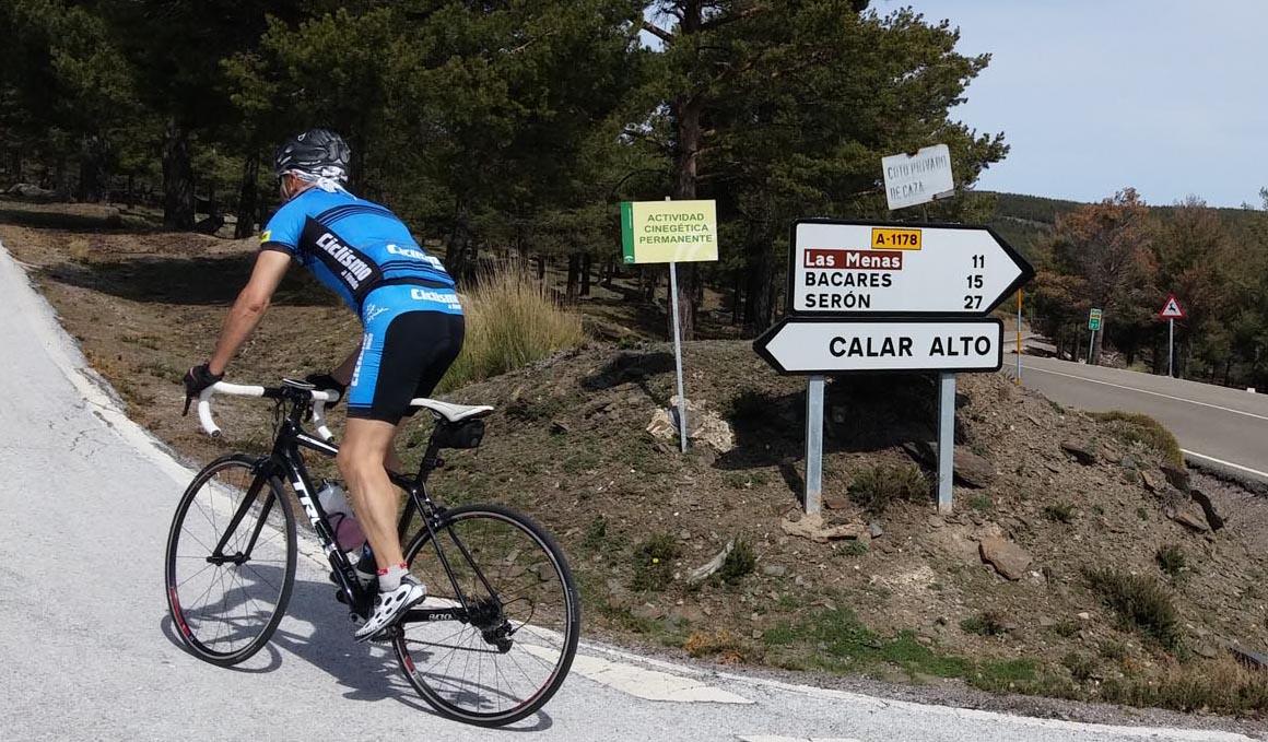 Pedaleando por Almería: cinco rutas por el Desierto de Tabernas