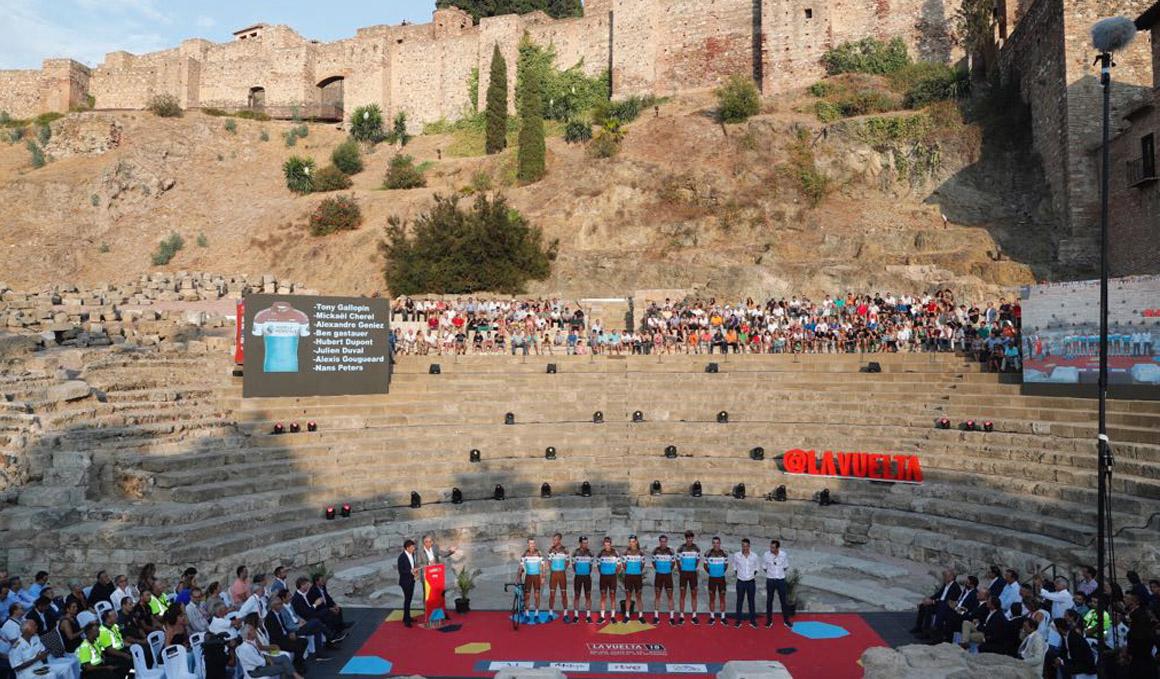 La Vuelta 2018 se viste de gala en el Teatro Romano de Málaga