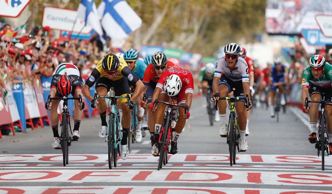 Bouhanni gana una etapa trampa para Pinot y Kelderman