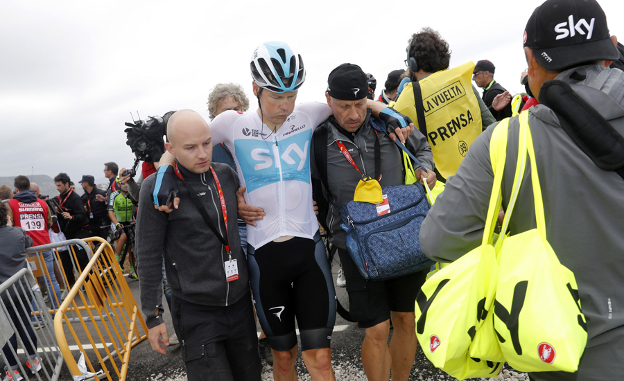 Van Baarle abandona la Vuelta, lastrado por la caída en la meta de Bares