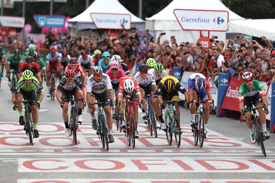 Elia Viviani se anota su tercera victoria de la Vuelta 2018 en el colofón de Madrid