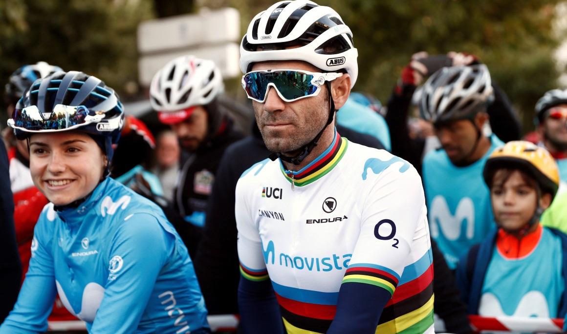 Valverde estrena el maillot arcoíris por las calles de Madrid