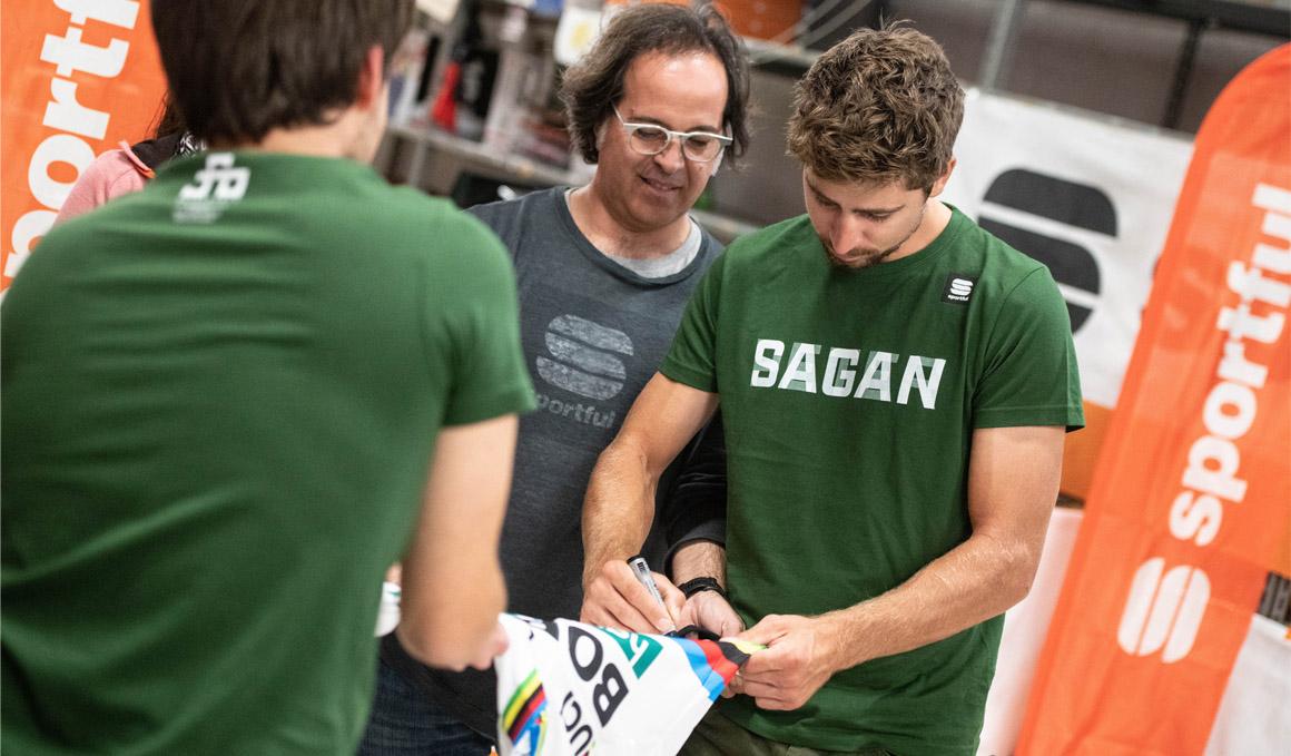 Peter Sagan, homenajeado en la sede de Sportful