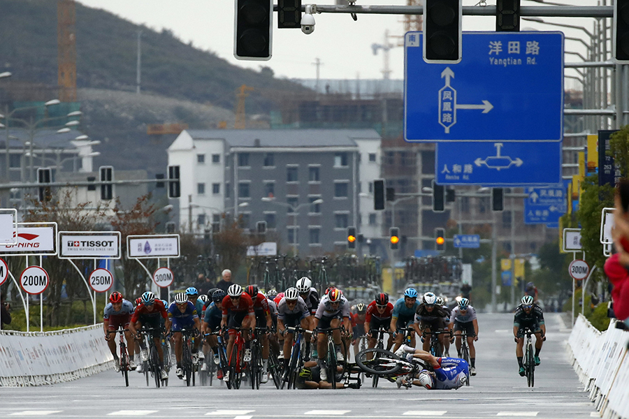 Matteo Trentin impone su punta de velocidad en la llegada a Guilin