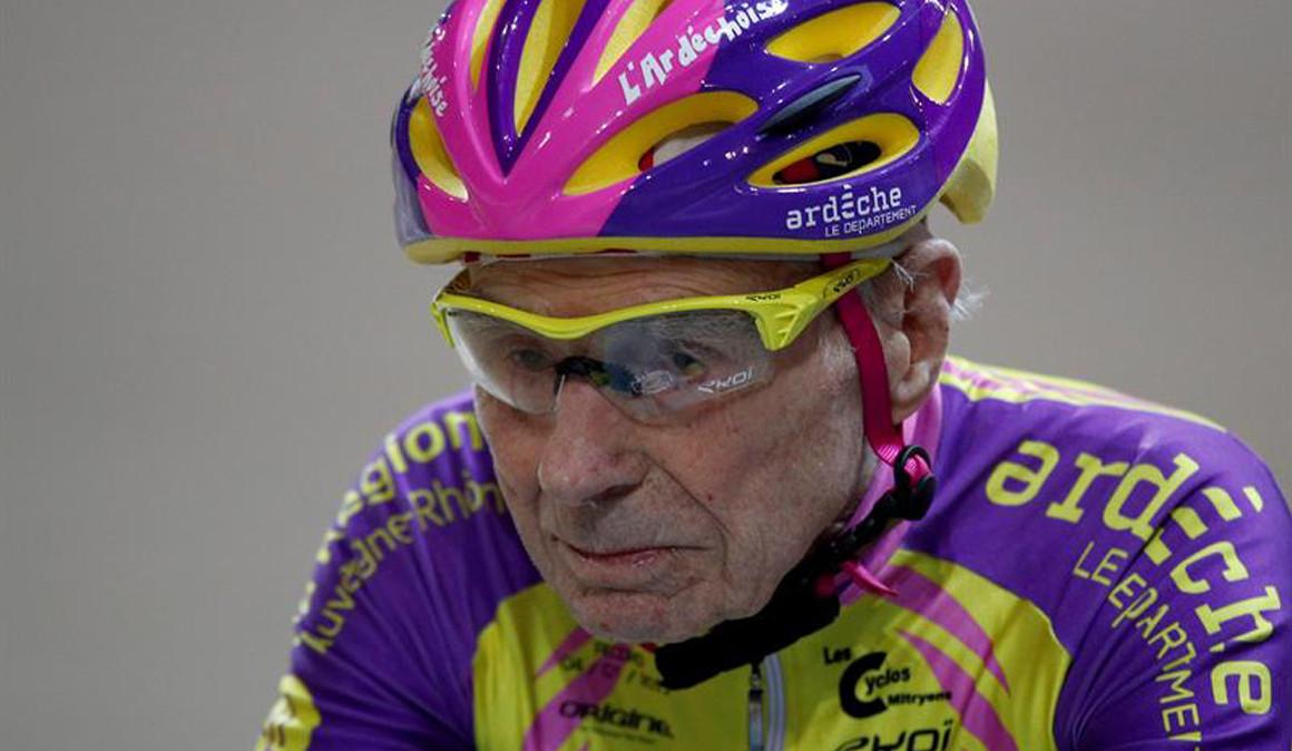 Marchand se sube de nuevo a la bici a punto de cumplir 107 años