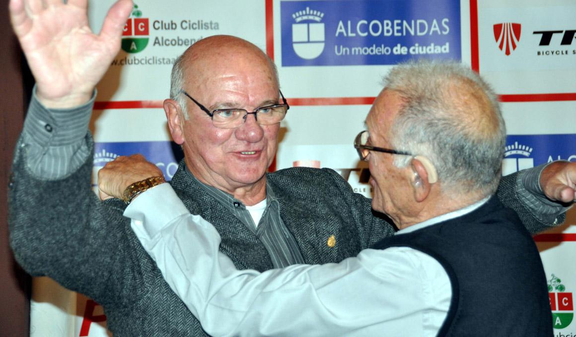El Club Ciclista Alcobendas homenajea a Txomin Perurena