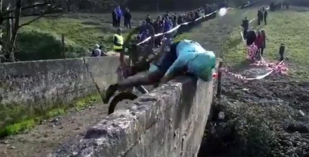 Cuatro puntos en una ceja para Gorka Izagirre tras una caída en el Ciclocross de Ormaiztegi