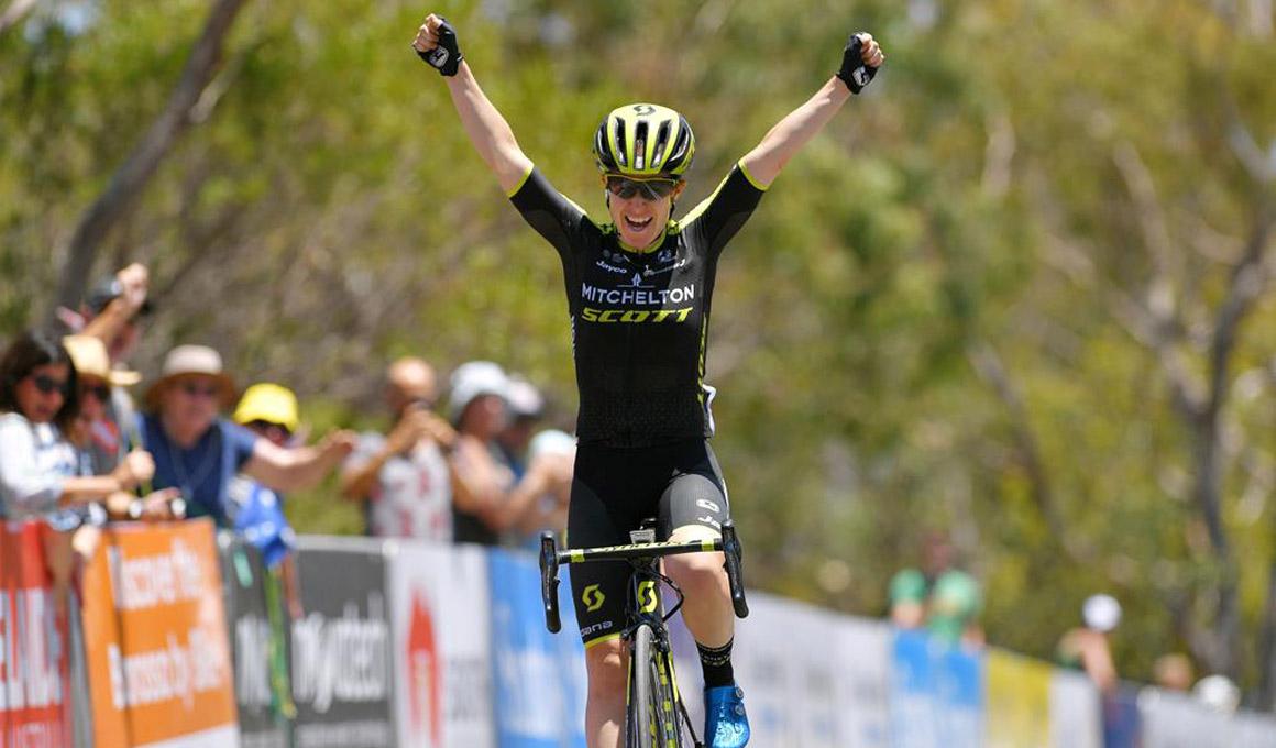 Amanda Spratt domina en Mengler Hill y toma el liderato del Tour Down Under
