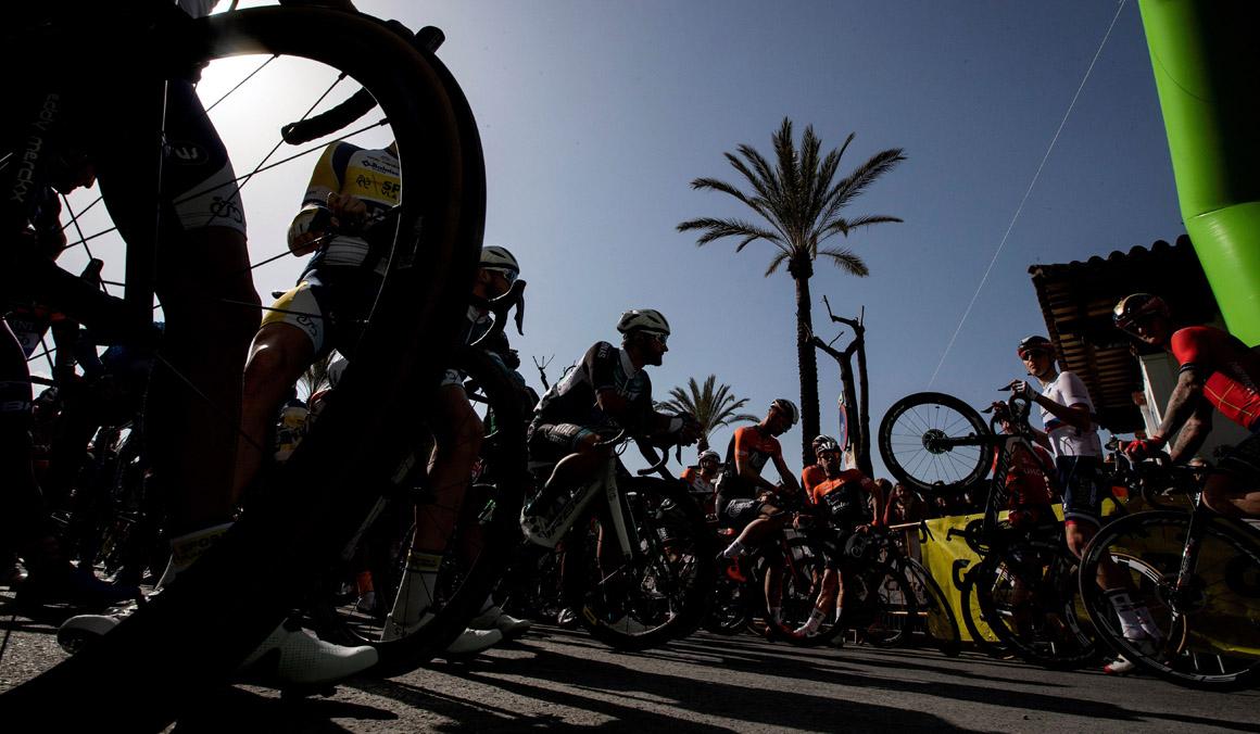 Intento de sabotaje en la Vuelta a Andalucía: rocían con aceite un tramo del recorrido