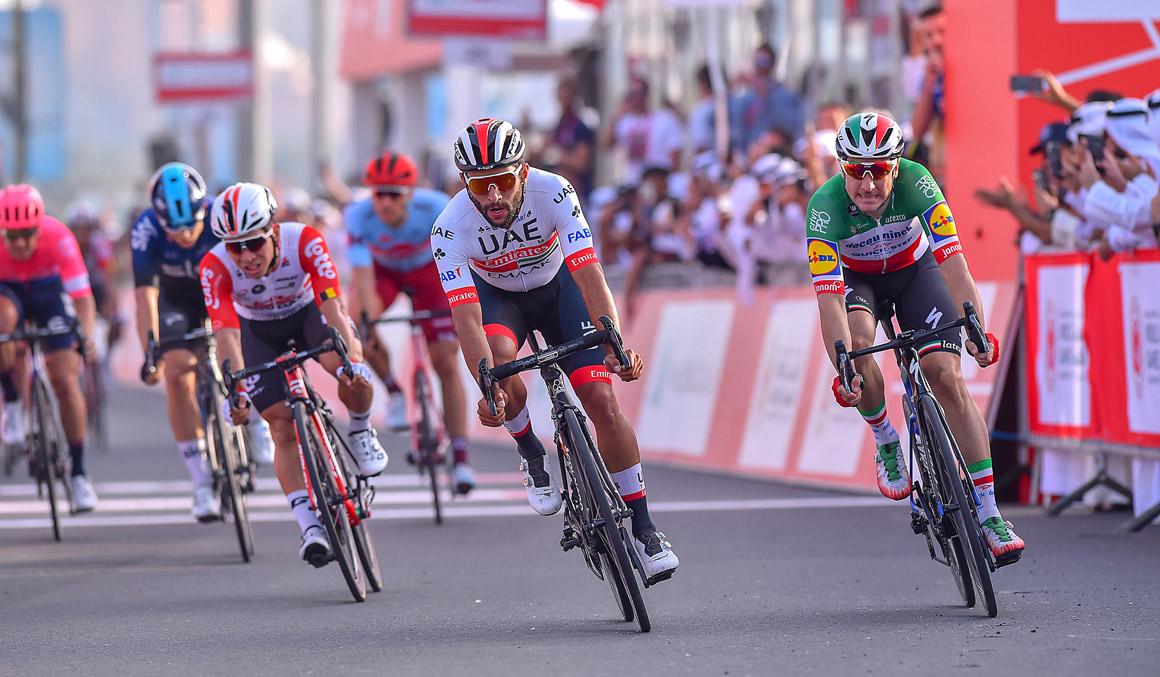 UAE Tour: Gaviria le gana a Viviani el duelo de sprinters en una etapa animada por el viento