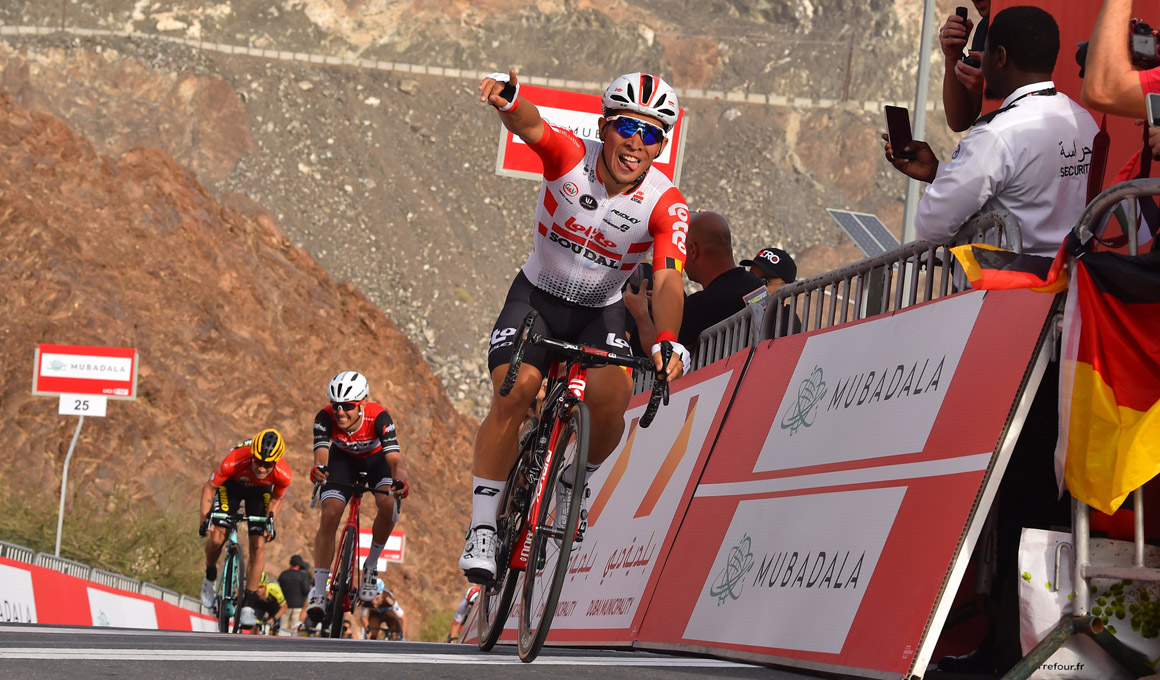 Caleb Ewan gana en el muro de Hatta; Roglic, más líder