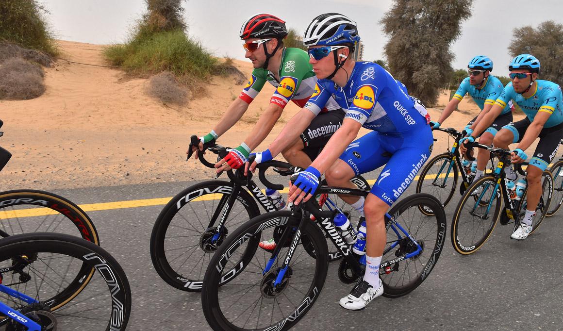 Remco Evenepoel se retira del UAE Tour tras sufrir una caída